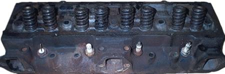 Egy szintetikus, megfeleôen híg olaj még egy ilyen, öreg motort is képes megtisztítani egy pár, sûrûbb olajcserével